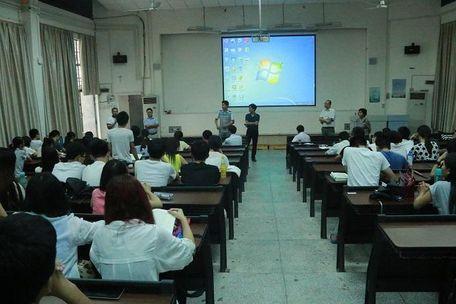海南大学应科学院(儋州校区)举办大学生创业交流讲座活动